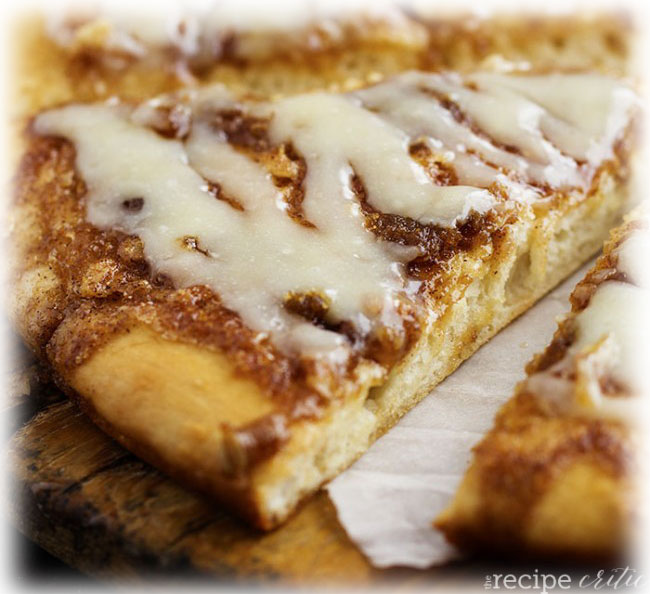 12 CINNAMON ROLL DESSERT PIZZA